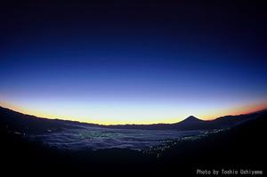 写真006(甲府盆地の夜明け;11月中旬).jpg